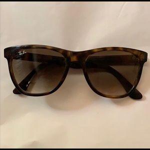 Ray-Ban Sunglasses RB4184